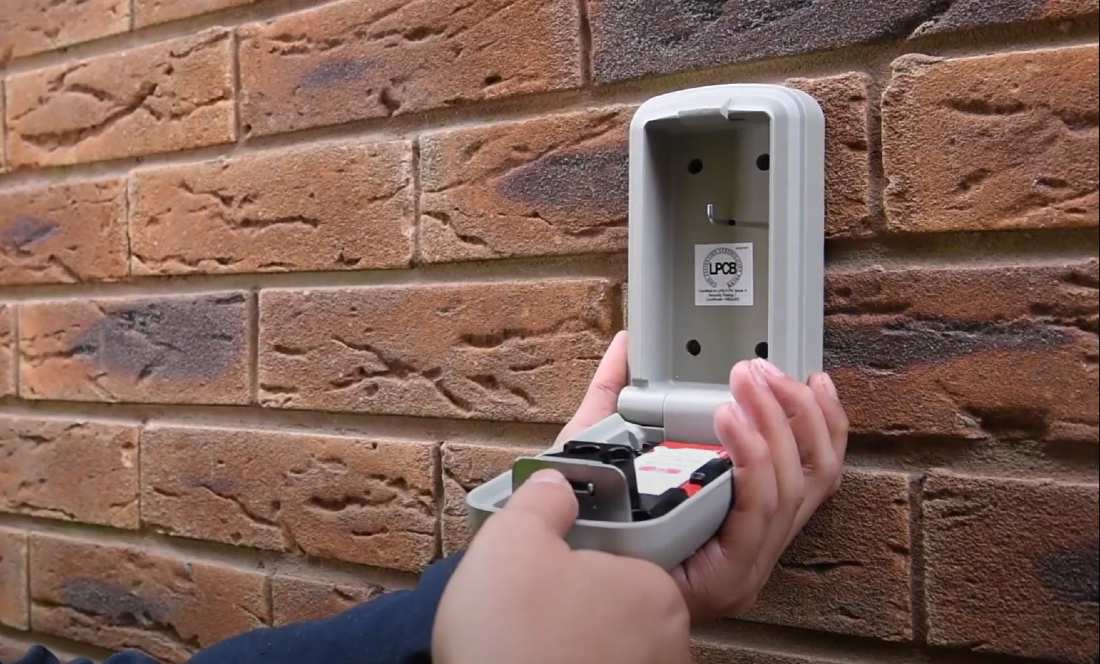 fixing key safe to the wall